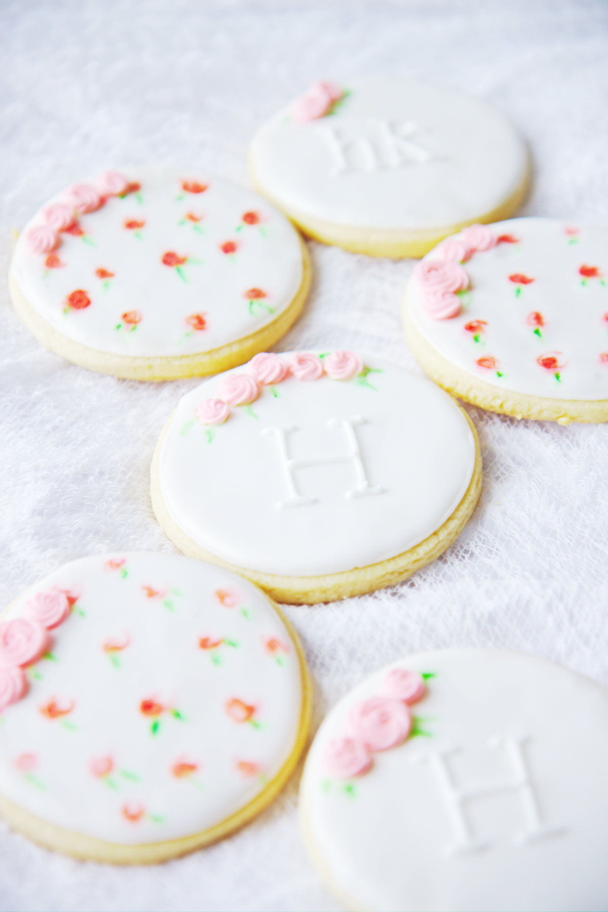 Decorated Rose Cookies | La Pêche Fraîche