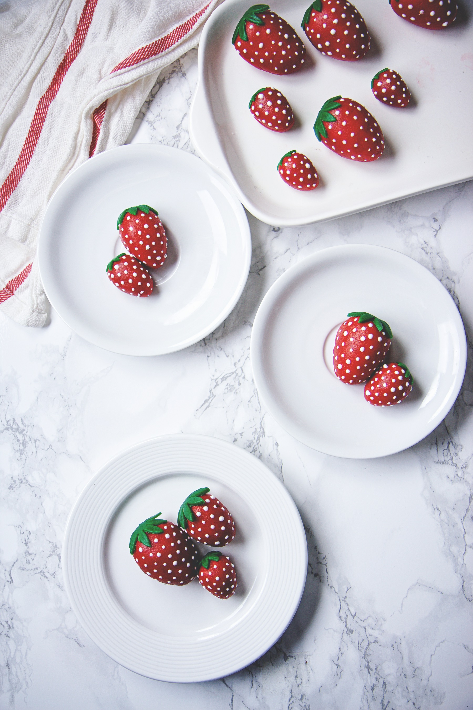 Strawberry, Chocolate, and Marzipan Cakes | La Pêche Fraîche