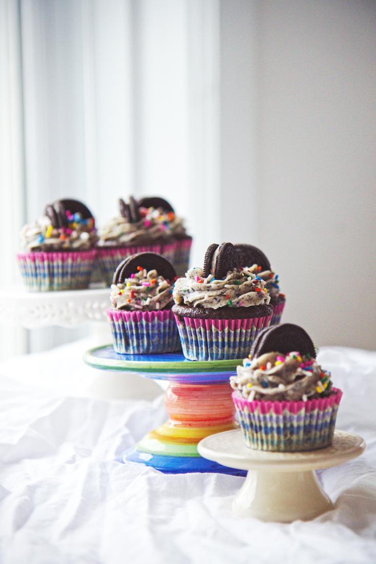 Birthday Cake Oreo Cupcakes | La Pêche Fraîche