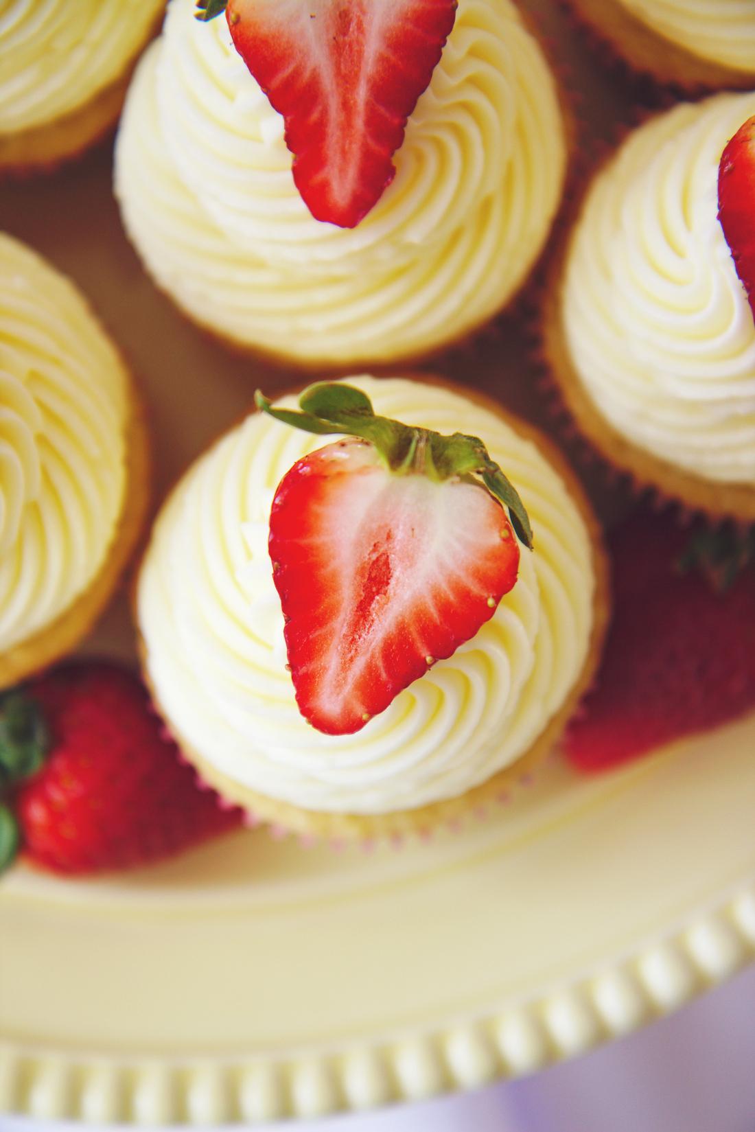 Fluffy Coconut Cupcakes | La Pêche Fraîche