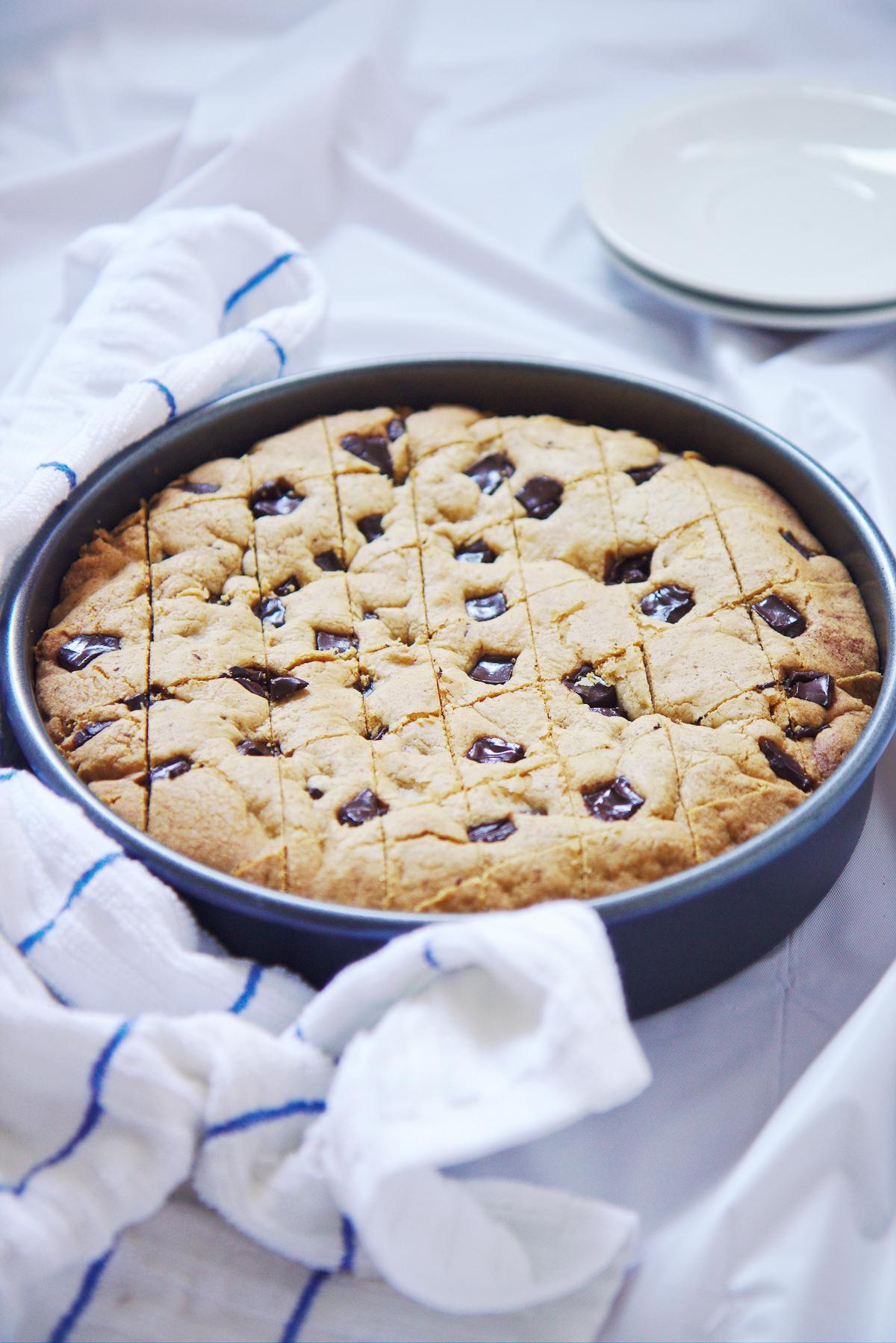 Giant Cinnamon Chocolate Chip Cookie | La Pêche Fraîche
