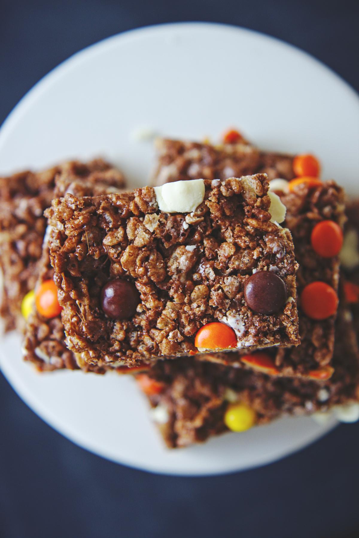 Reese's Pieces Cocoa Krispie Treats | La Pêche Fraîche