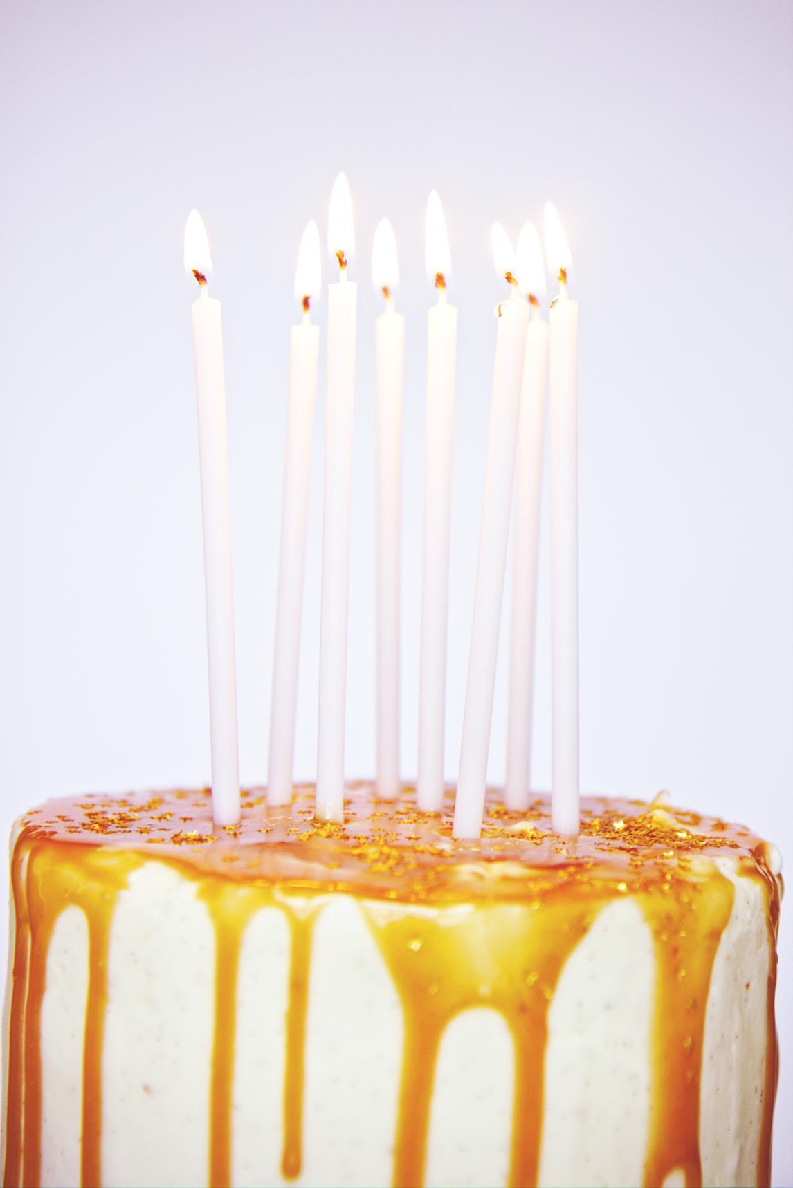 White Chocolate and Caramel Almond Cake | La Pêche Fraîche