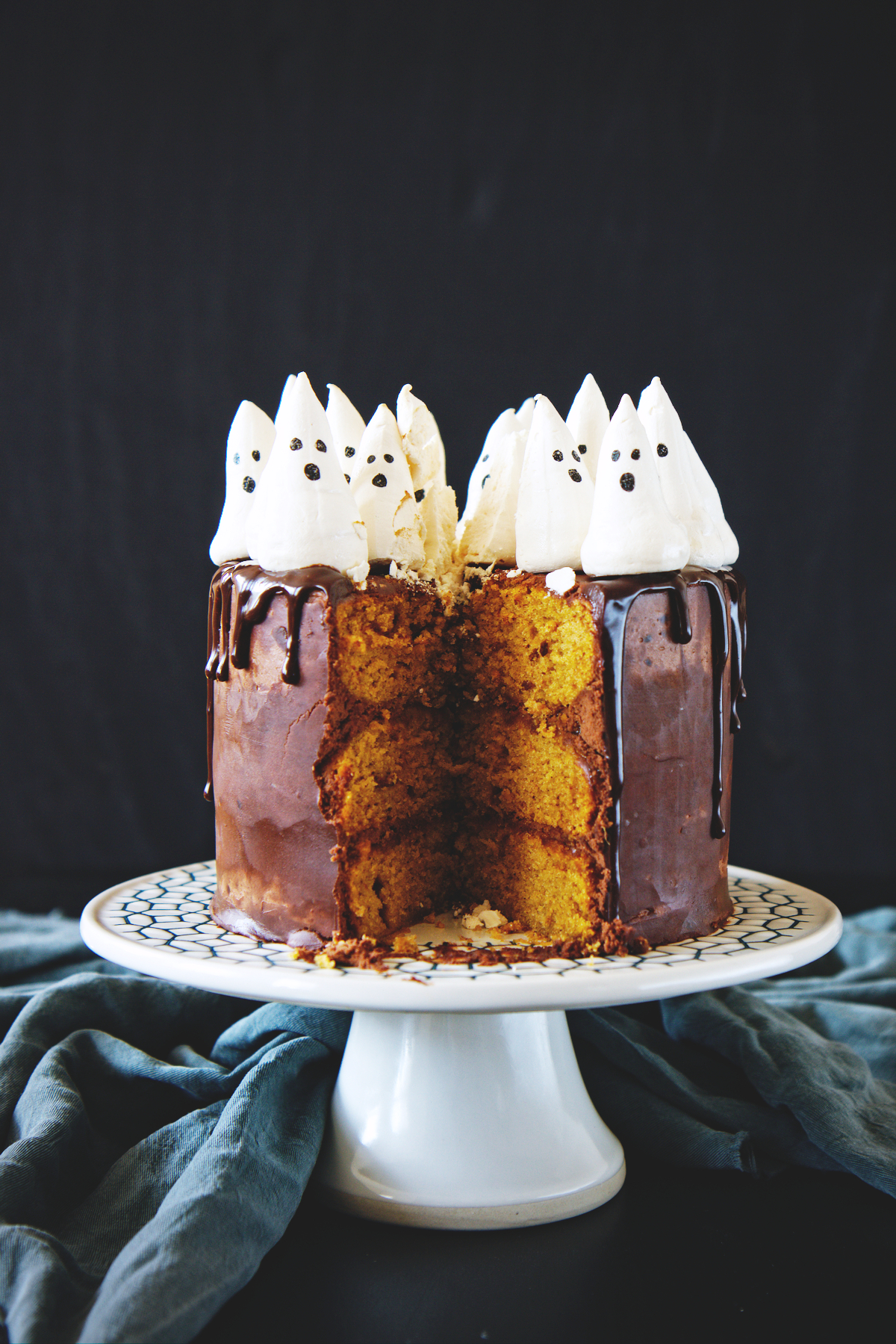 Spooky Chocolate Pumpkin Cake | La Pêche Fraîche