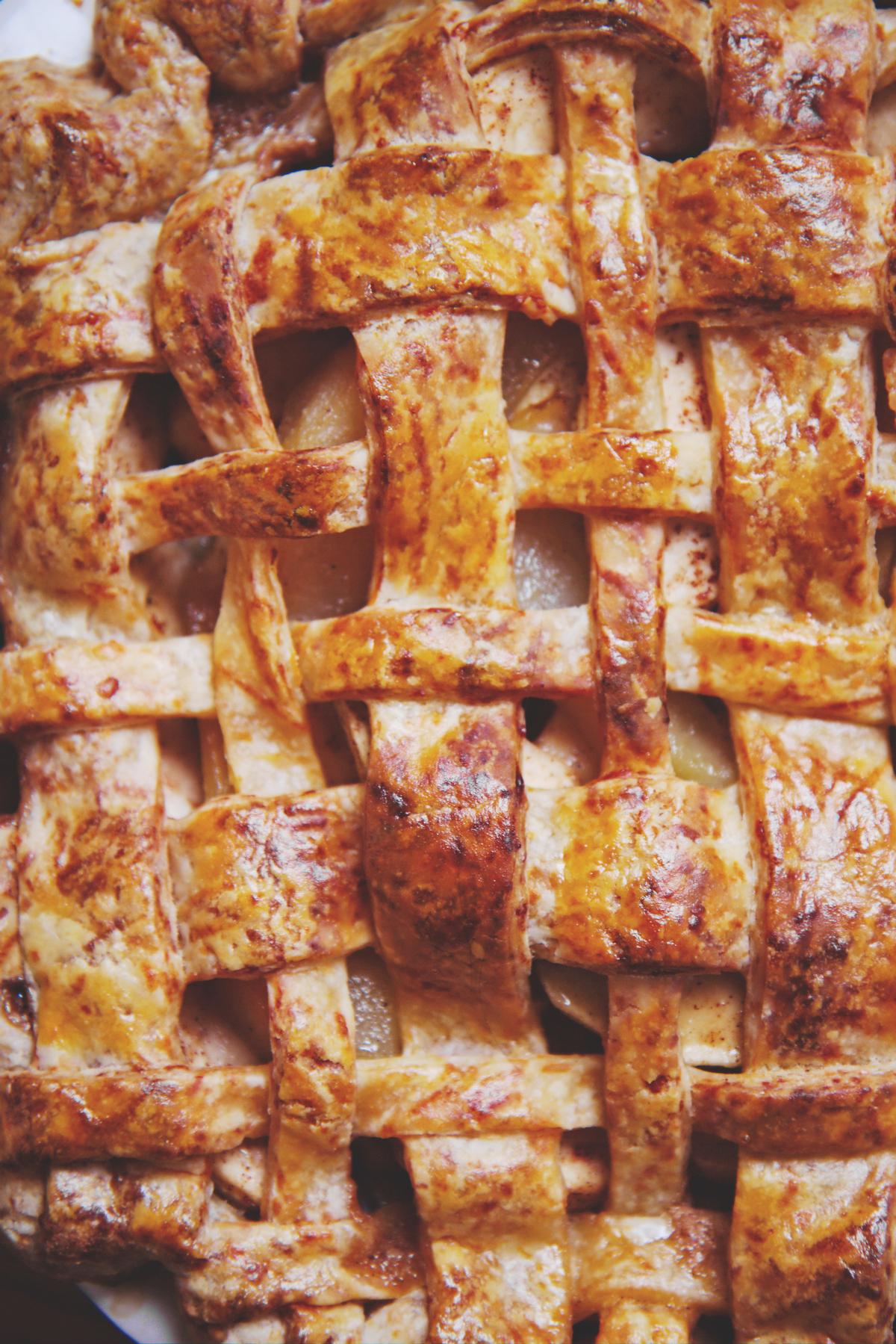 Apple, Pear, Butterscotch, and Cheddar Pie | La Pêche Fraîche