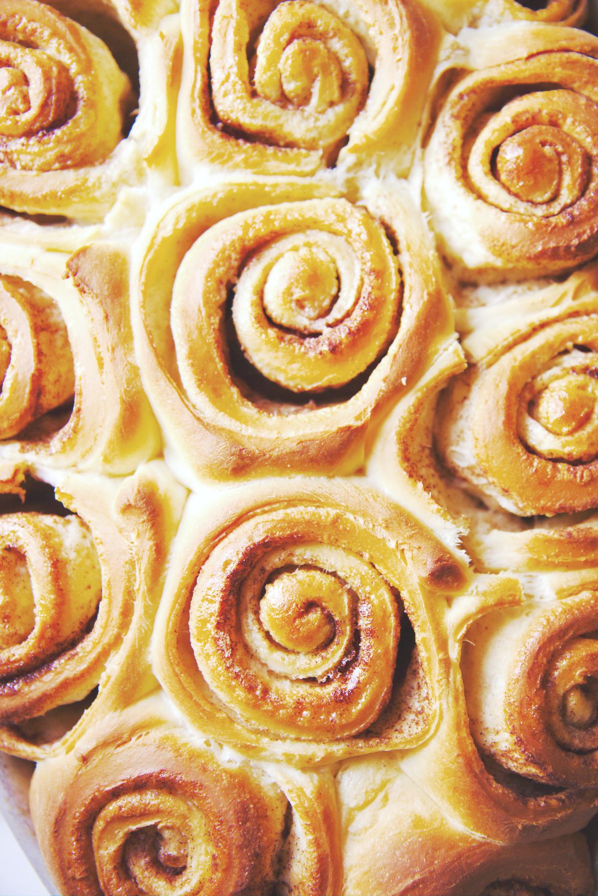 Fluffy Overnight Cinnamon Rolls | La Pêche Fraîche