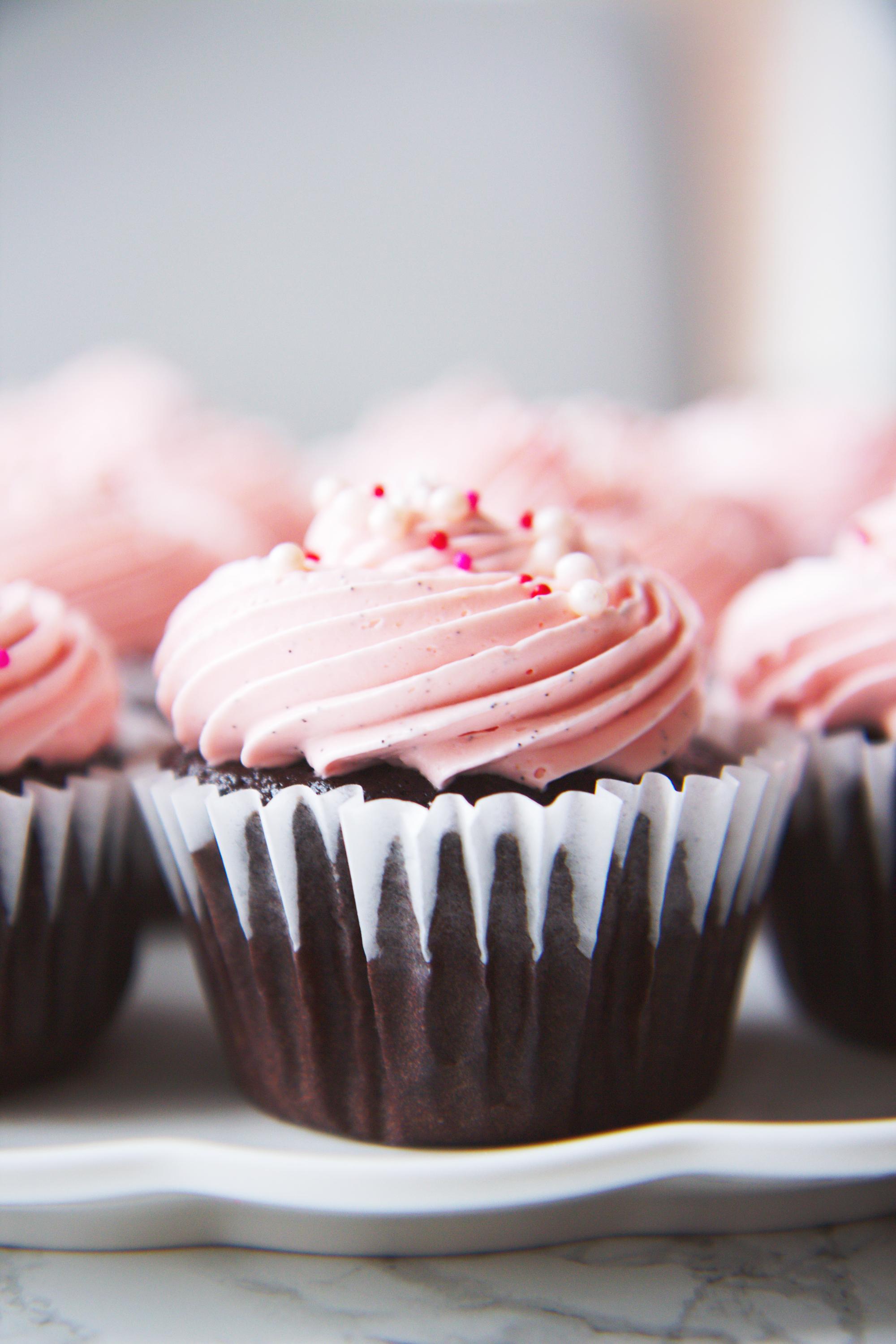 Mocha and Vanilla Bean Cupcakes | La Pêche Fraîche