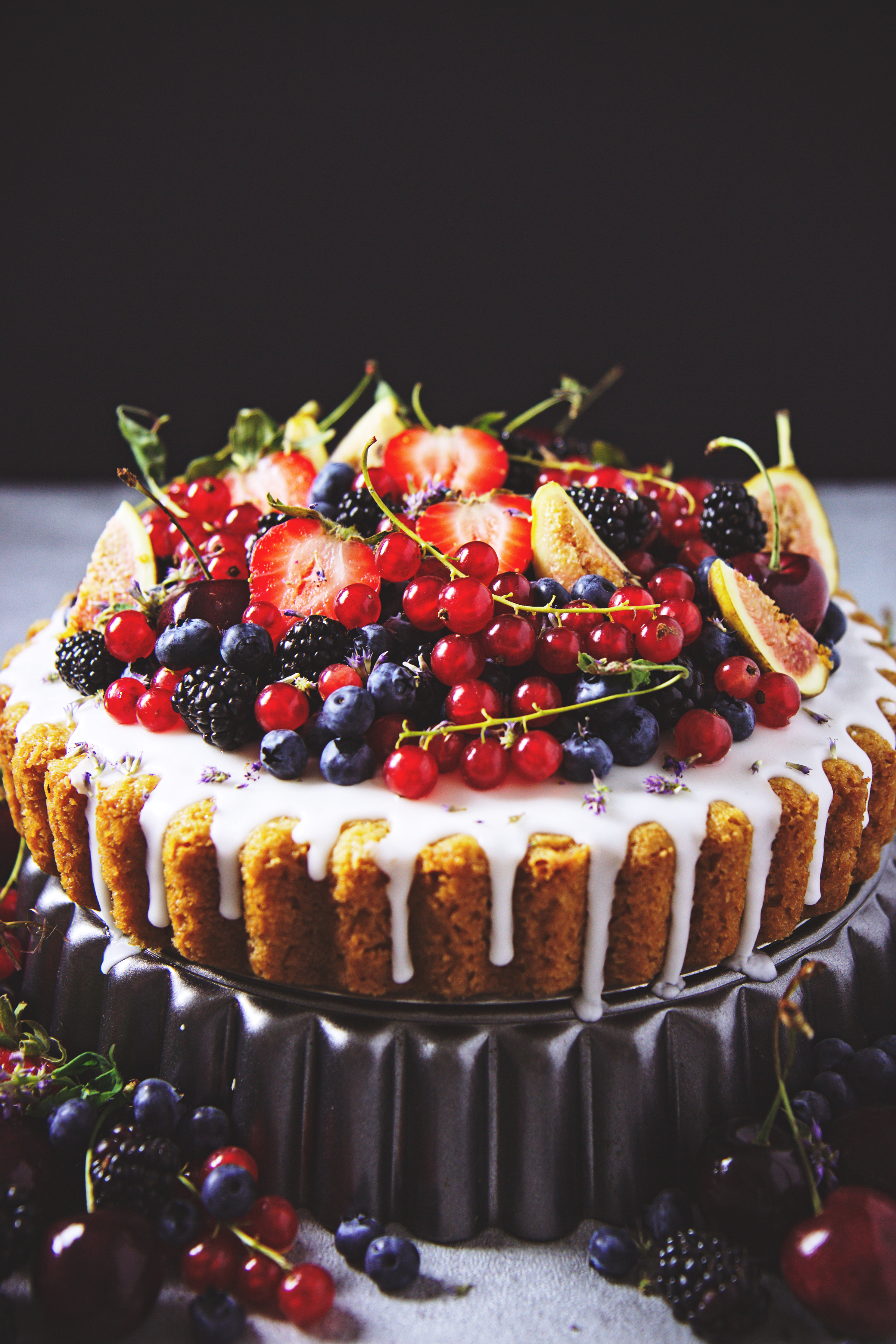 Vegan Summer Fruit and Coconut Cake | La Pêche Fraîche