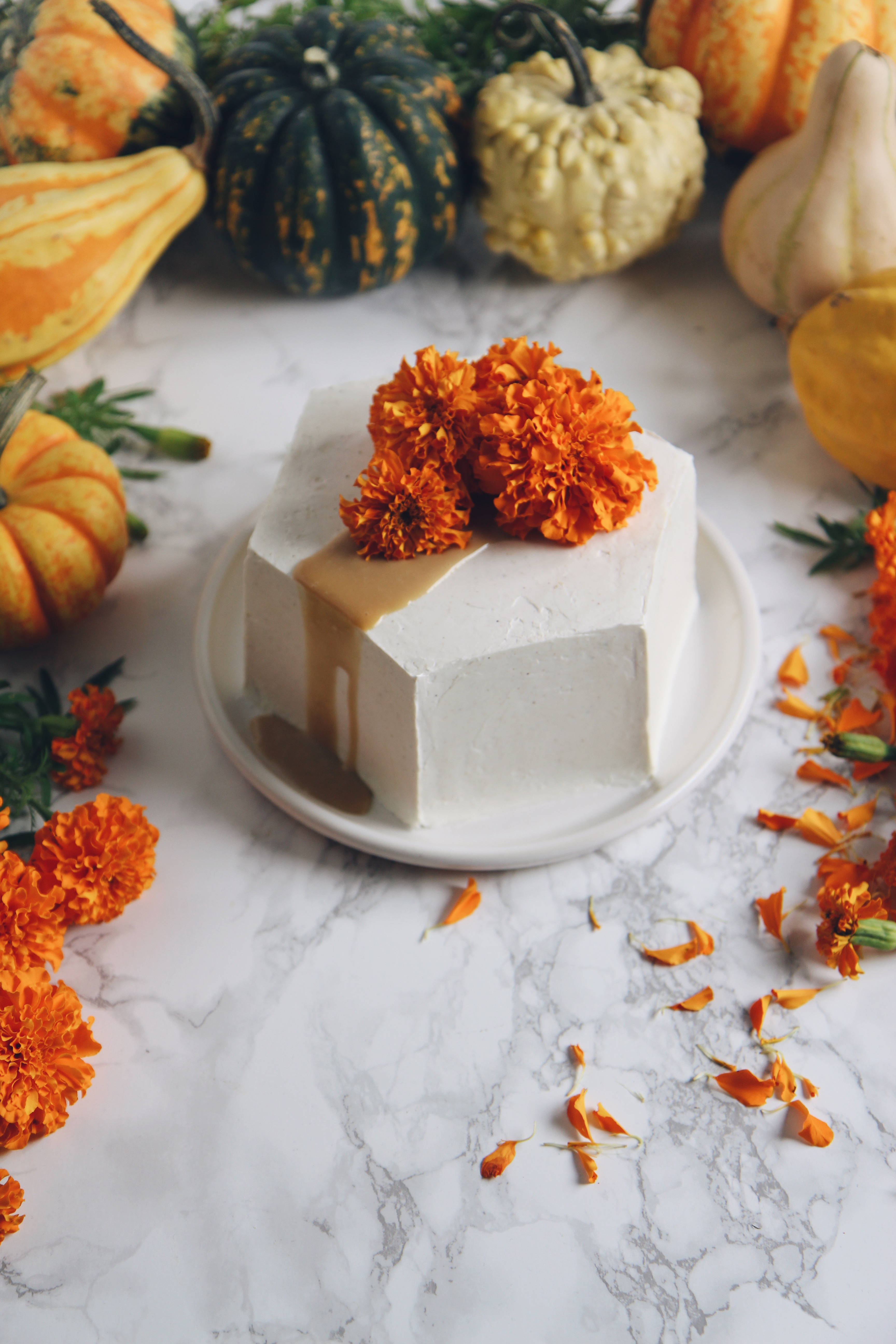 Hexagonal Pumpkin Cake with Spiced Meringue Buttercream | La Pêche Fraîche
